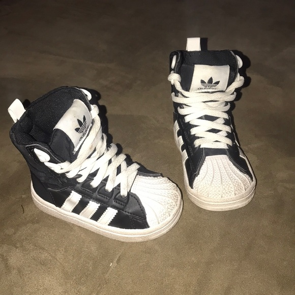 competitive price 0d130 96822 Adidas Black and white sz 5 high top shell toe